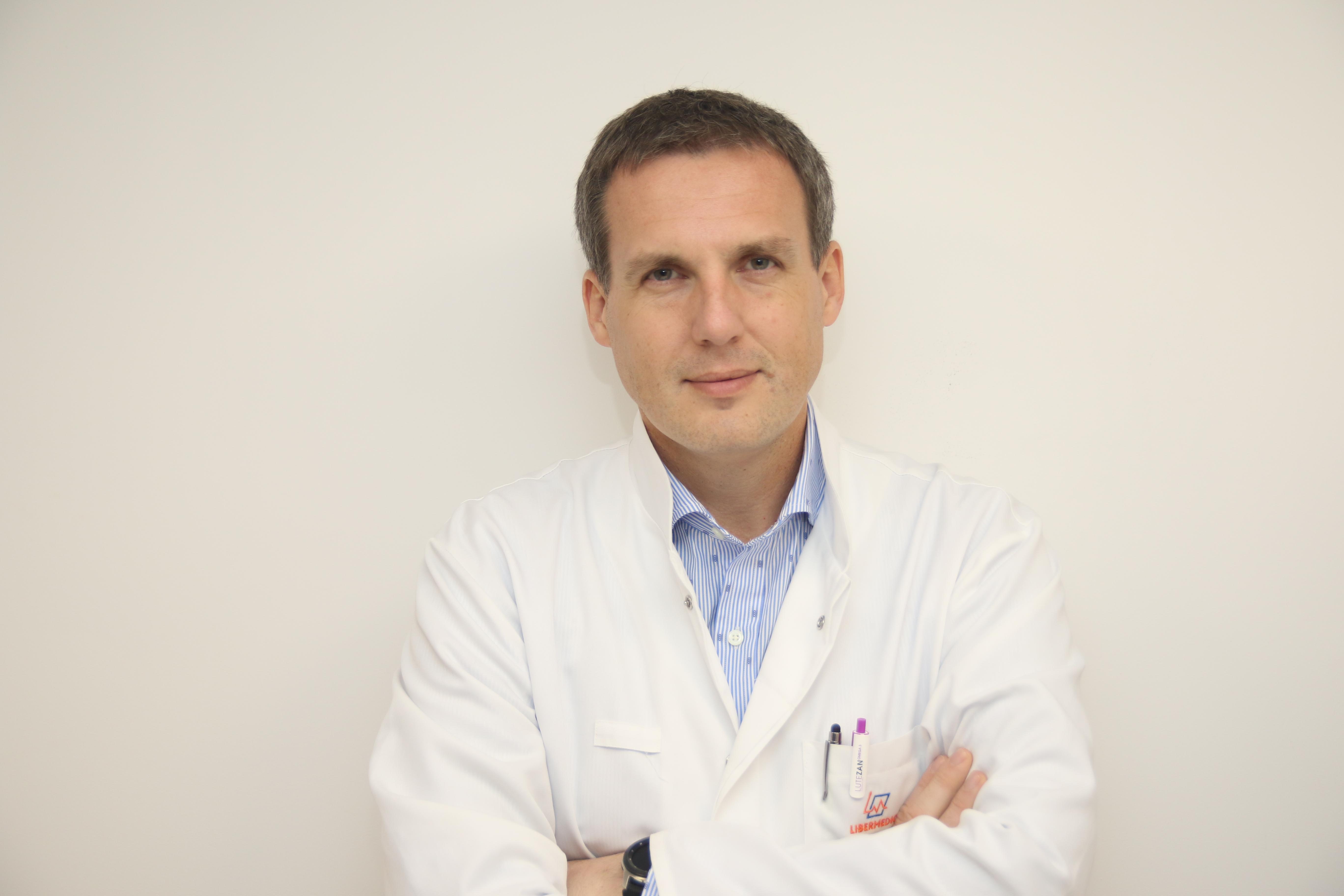 lek. med.  Okulista-chirurg specjalizujący się w operacjach korekcji presbiopii. Zajmuje się kwalifikowaniem pacjentów do zabiegów (PresbyMax, RLE również z Systemem Synergy) oraz wykonuje zabiegi pozwalające pacjentom na rezygnację z okularów do czytania.