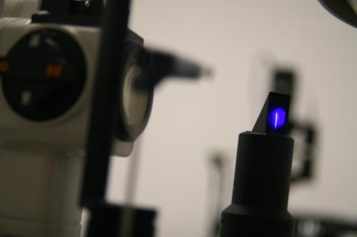 IMG_4121- niebieski detal lampa szczel